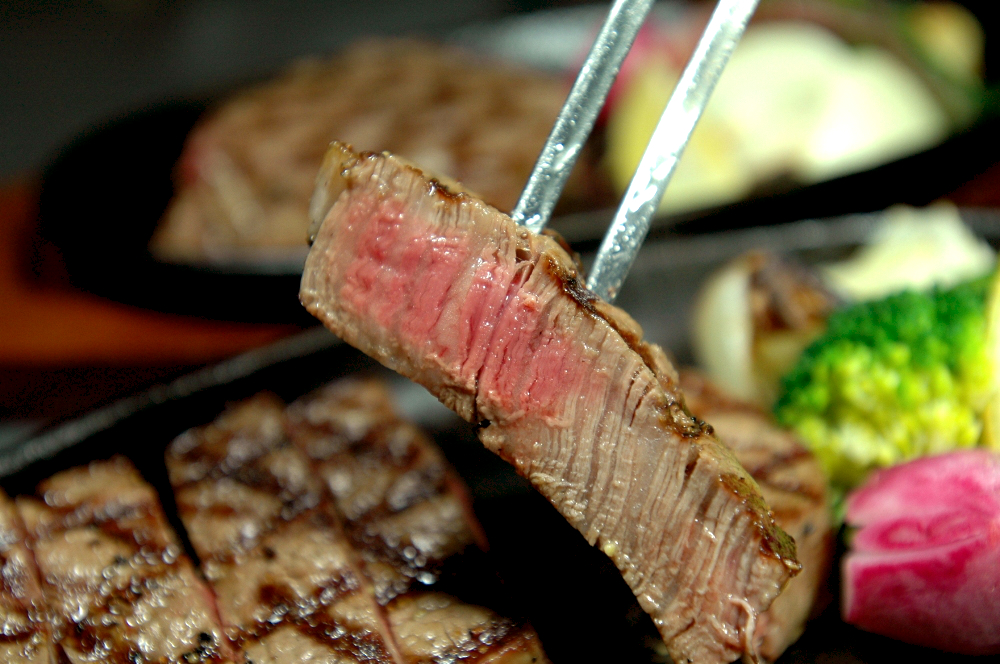 写真1:【とろける美味しさ】石見和牛ロースステーキ用