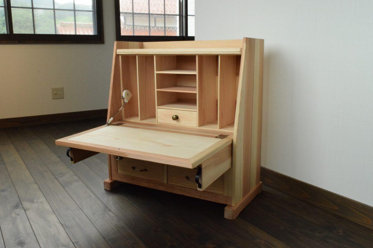 写真1:【老舗家具店の手作り】飾り座机 (えごま油塗布/ナチュラル)