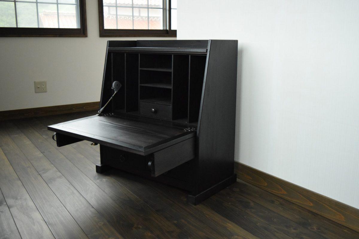 写真1:【老舗家具店の手作り】飾り座机 (ブラック)