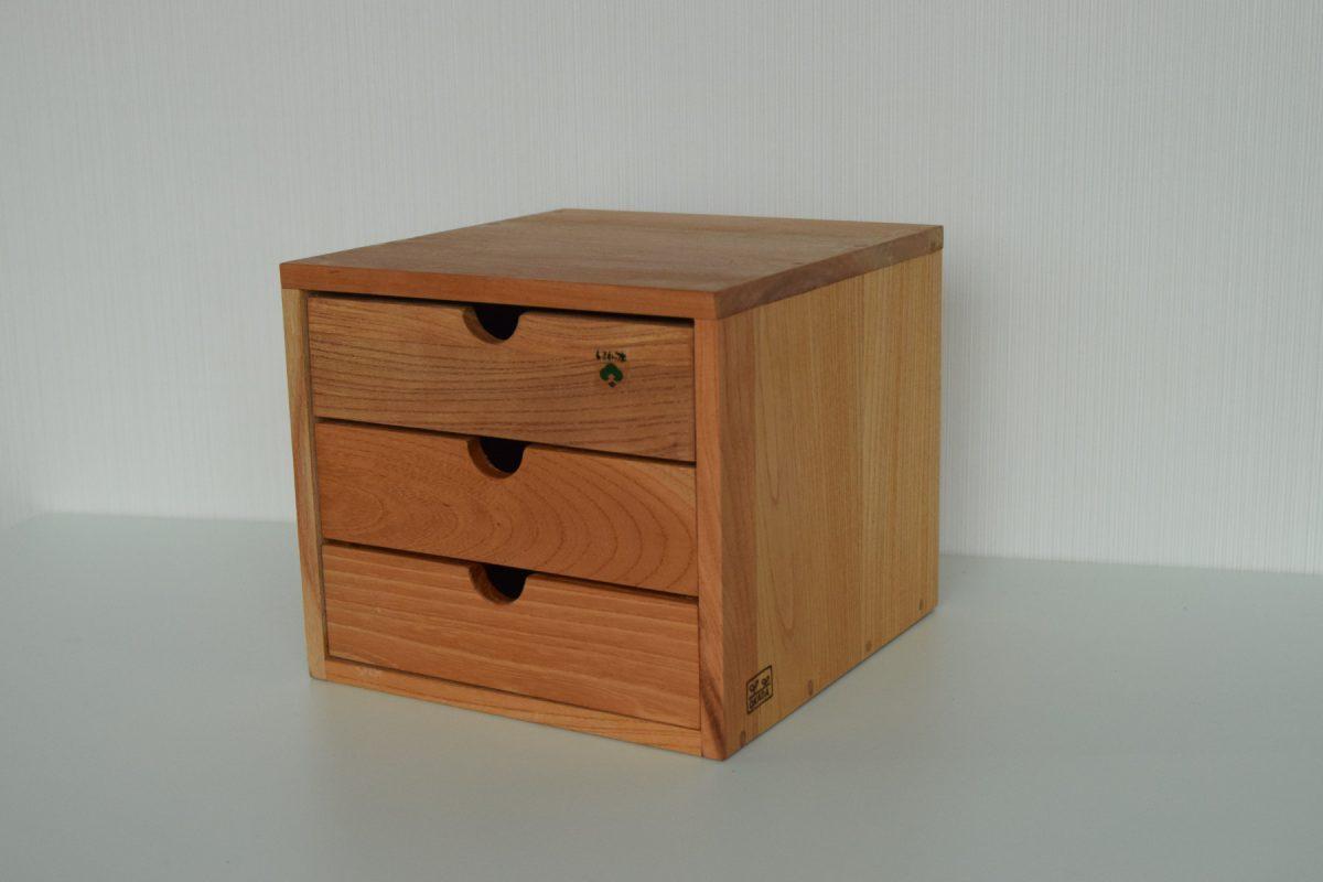 写真1:【老舗家具店の手作り】川本町の古材を使った小物入れ